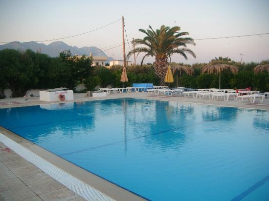 Nikos II Apartments: Pool