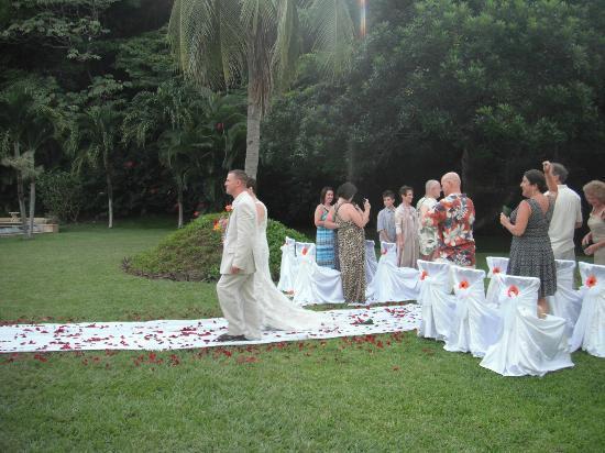 Bahia Pez Vela Resort: Boda en Area Verde