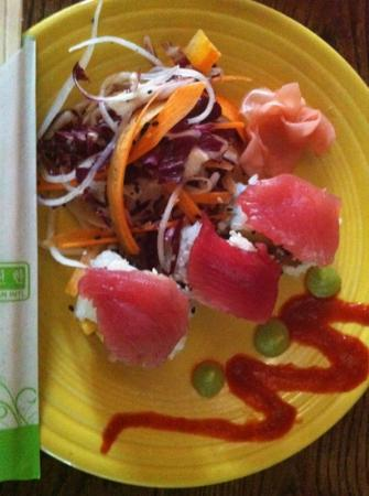 Cosmo's Cucina/O'Duffy's Pub: spicy ahi roll