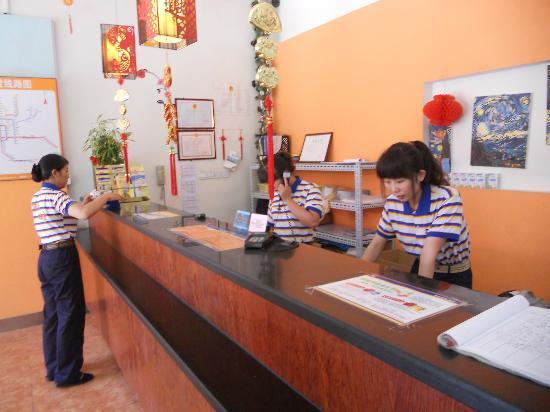 7 Days Inn Beijing Wangjing Nanhu Dongyuan: Front desk