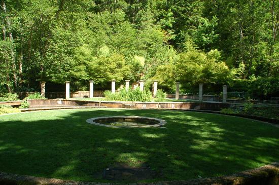 Belknap Hot Springs Lodge and Gardens: asian garden