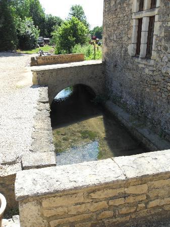 Moulin de la Garrigue: petit pont