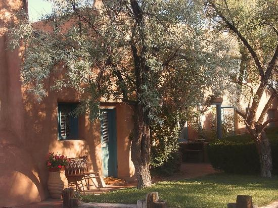 Pueblo Bonito Bed and Breakfast Inn: Outside view