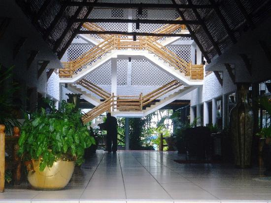 Travellers Beach Hotel & Club: Inside the Main Entrance to Travellers Beach Hotel