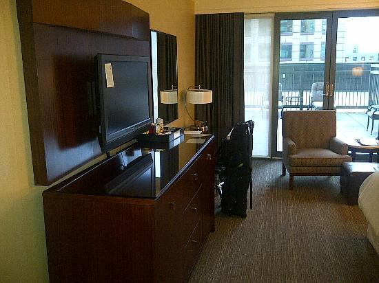 The Westin Denver Downtown: Room view - TV and desk