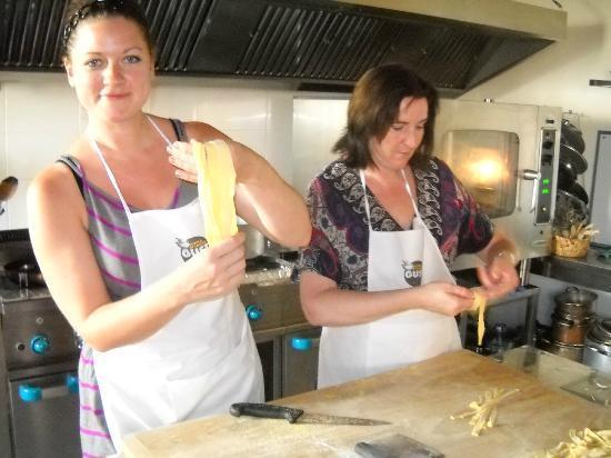 Gusto al Borgo : Making homemade pasta
