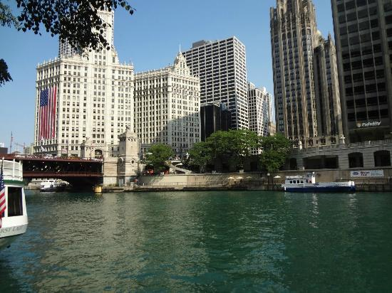 Mercury, Chicago's Skyline Cruiseline: View by the Station