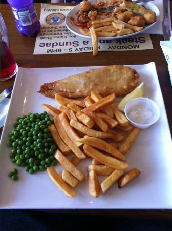 The Boathouse: this is supposed to be a large fish and chips!!