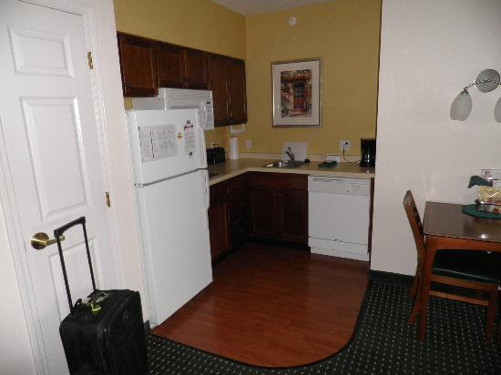 Residence Inn Rochester Mayo Clinic Area: Kitchen - furnished