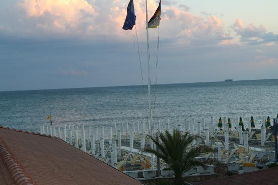 Hotel bagno lunezia marina di carrara massa carrara for Bagno unione marina di carrara