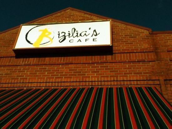 Bizilia's Cafe: Come get lunch or just a coffee drink!