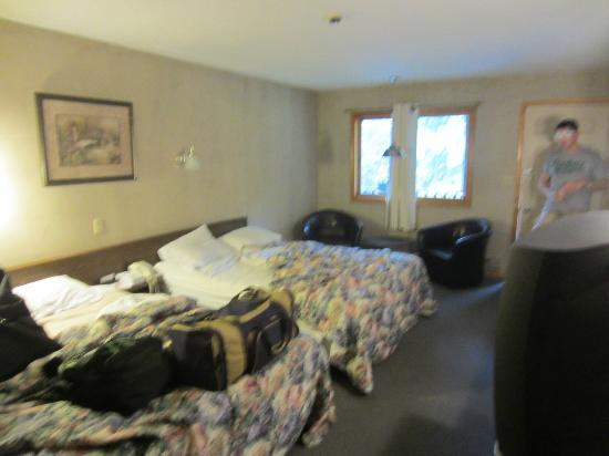 Fran Cove Motel: Main part of room was ok. Clean. Average.