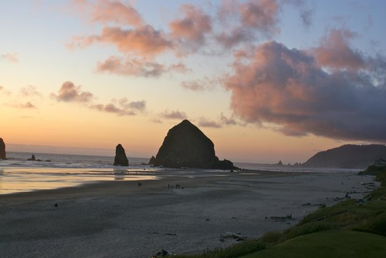 Stephanie Inn: Sunset-Cannon Beach