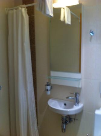Meriton Old Town Garden Hotel: bathroom