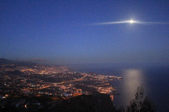 Enotel Lido Madeira : Funchal nocą