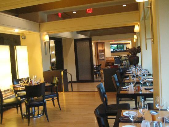 Crystal Gateway Marriott: The Mez restaurant
