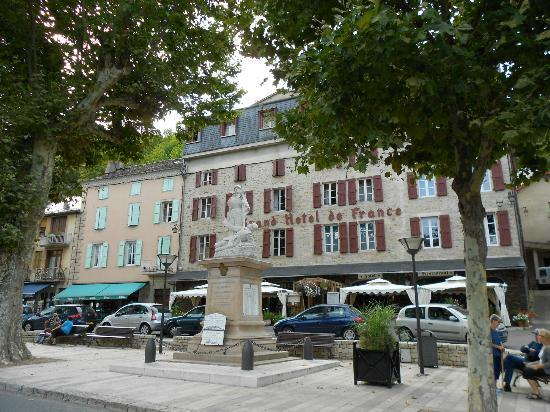 Grand Hotel de France: View of the hotel from the street