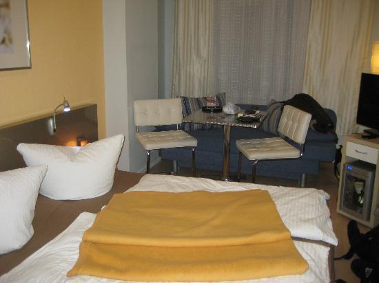 1A Apartment Guesthouse and Hotel: habitacion con ventana al exterior (zona tranquila)