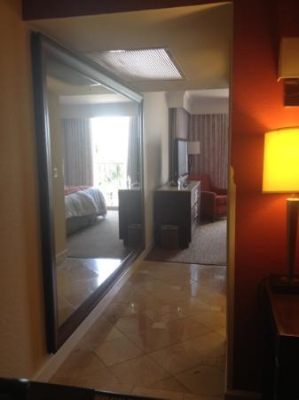Mirror In Hallway huge mirror in suite hallway - picture of delray beach marriott
