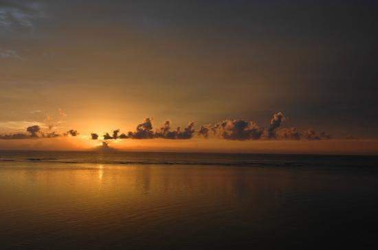 Pelican Beach - South Water Caye: Sunrise