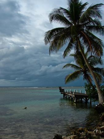 Pelican Beach - South Water Caye: Storm