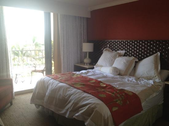 Delray Beach Marriott: Heavenly bed, king suite (I tried to make-up the bed a little for the pic)