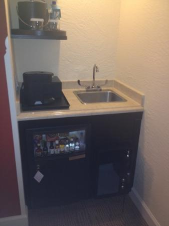 Delray Beach Marriott: mini bar and coffee area in king suite, great selection in mini bar!