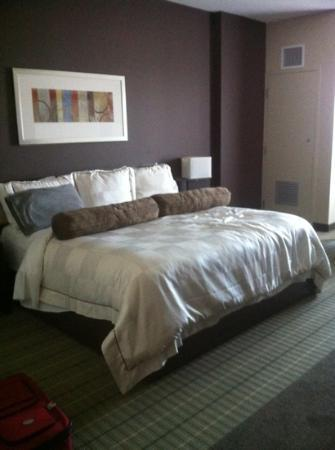 Hotel Casino New Brunswick: room with King bed