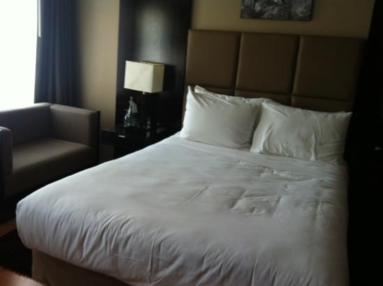 Pantages Hotel Toronto Centre : Suite 1715 - Bed