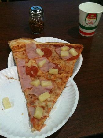 Marios Pizza: Marios Huge Slice
