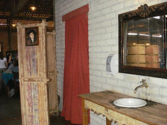 Vila Antiga : entrada para o banheiro, tudo muito bem pensado e decorado