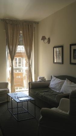 Residenza dell'Olmata: An apartment living room.