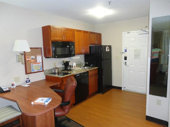 Candlewood Suites Elmira Horseheads: Kitchen and desk area in suite.