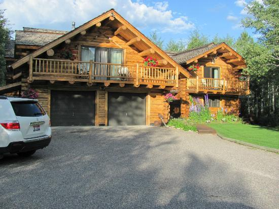 Wildflower Lodge at Jackson Hole: Front.