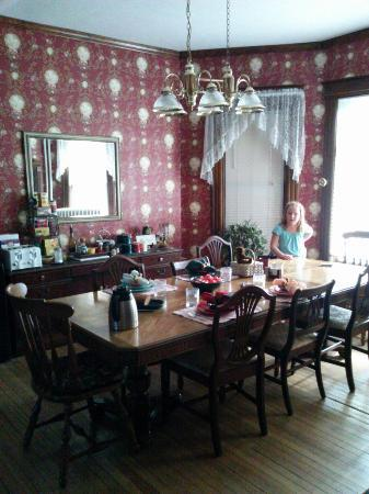 The Parsonage B&B: Dining room, set for breakfast