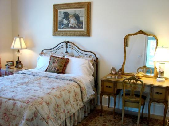Barking Fox Farm Guest House: Ladybug bedroom