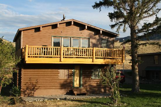Wapiti Lodge: Back of Riverhouse