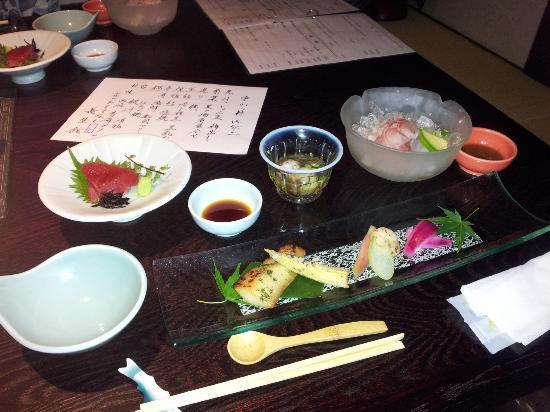 Hana no Omotenashi Choseikan: 夕食です!先付で出てきた綺麗なもの達。