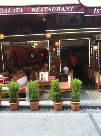 Nice ambience picture of galata istanbul restaurant cafe for Ambiance cuisine nice