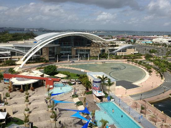 Sheraton Puerto Rico Hotel & Casino: View from Club, looking towards pool and CC