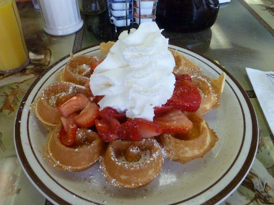 Pocohantas Dining Room: Belgian waffle with strawberries