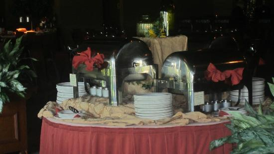 Fontana Grill: Saturday buffet serving station