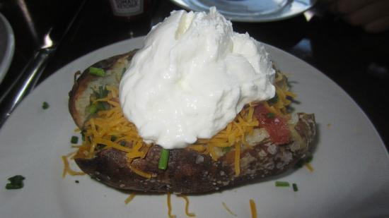 Fontana Grill: Baked potato, decorated at Saturday buffet