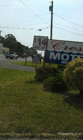 Crest Motel: outside sign