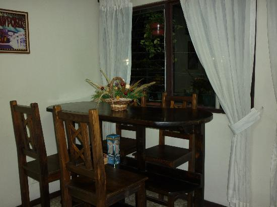 Cala Inn Bed & Breakfast Hotel: T.v Room