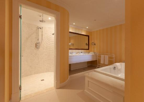 The Yeatman: Suite Bathroom