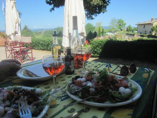 Castello di Fulignano: Plenty of tables and optons for self-catered meals outside our apartment