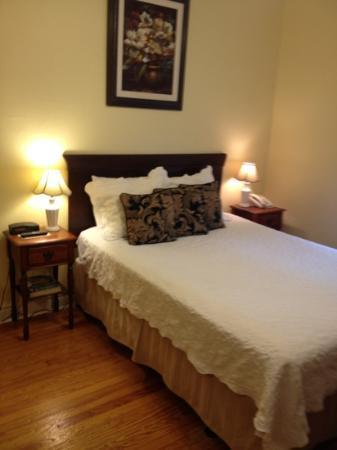 The Inn on Third: queen bed room