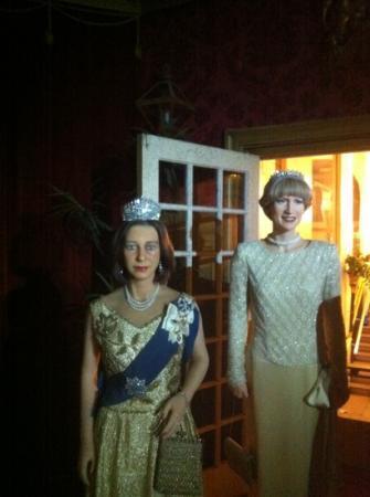 Josephine Tussauds Wax Museum: Queen Elizabeth and Princess Diana