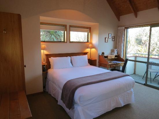 Te Wanaka Lodge: Freshly refurbished lodge room - Upstairs